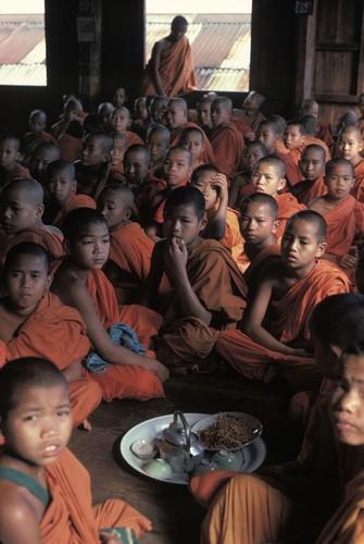 Cuoc song day sac mau o Myanmar thap nien 1970 - 1990 (1)-Hinh-12