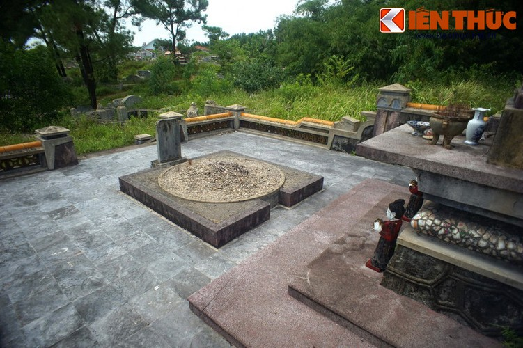 Tham ngoi mo chung cua hai thu linh cuoc khoi nghia Duy Tan-Hinh-11
