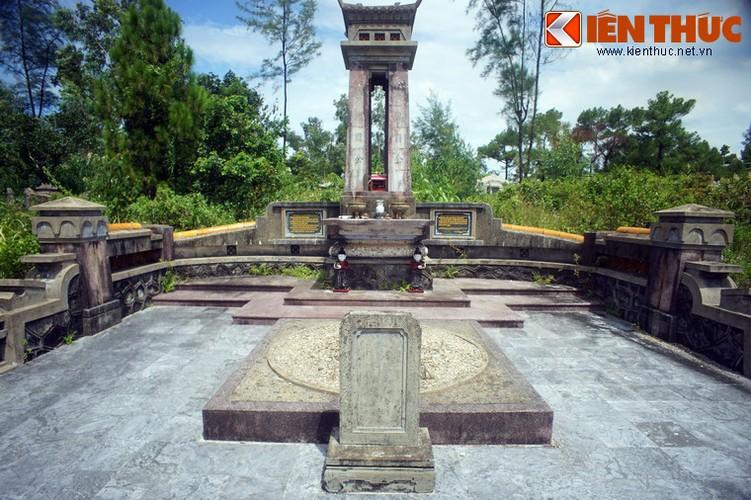 Tham ngoi mo chung cua hai thu linh cuoc khoi nghia Duy Tan-Hinh-5