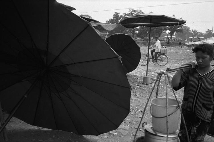 Loat anh de doi ve thanh pho Vientiane thap nien 1990 (1)-Hinh-11