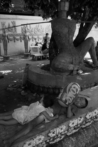 Loat anh de doi ve thanh pho Vientiane thap nien 1990 (1)-Hinh-14
