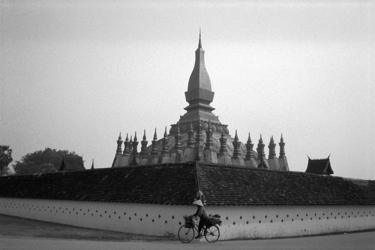 Loat anh de doi ve thanh pho Vientiane thap nien 1990 (1)-Hinh-2