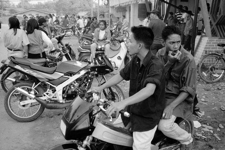 Loat anh de doi ve thanh pho Vientiane thap nien 1990 (1)-Hinh-9