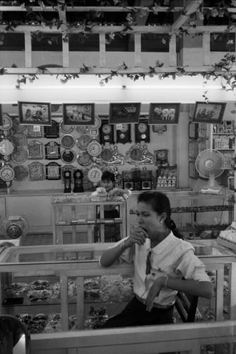 Loat anh de doi ve thanh pho Vientiane thap nien 1990 (2)-Hinh-12