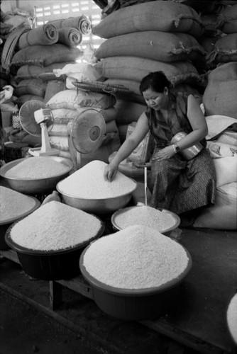 Loat anh de doi ve thanh pho Vientiane thap nien 1990 (2)-Hinh-3