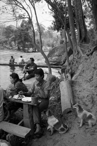 Loat anh de doi ve thanh pho Vientiane thap nien 1990 (2)-Hinh-6