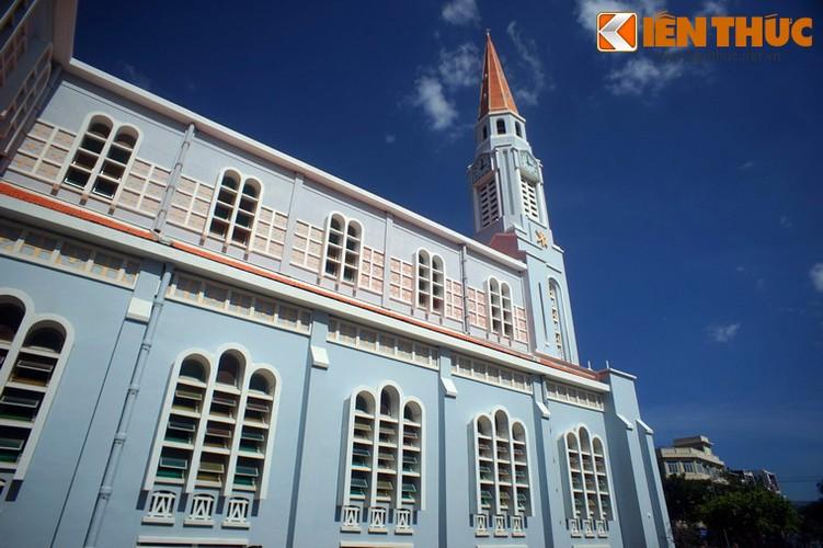 ..Với sức chứa lên đến 1.500 người, nhà thờ Nhọn Quy Nhơn là một trong những nhà thờ có quy mô lớn của Việt Nam