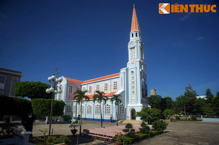 .Nhà thờ được Giám mục Tardieu cho khởi công xây dựng vào năm 1938. Công trình do hội kiến trúc SIDEC thiết kế và được khánh thành vào ngày 10/12/1939.