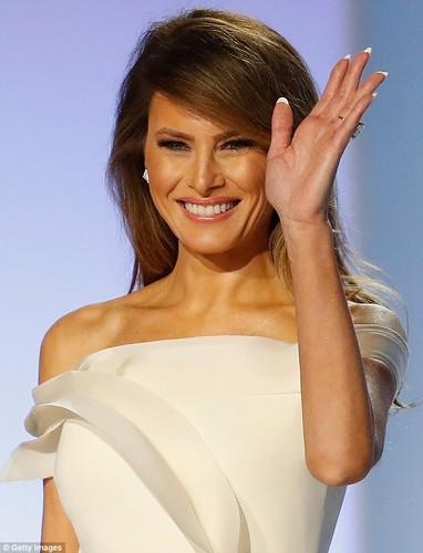 Lo san pham lam dep cua ba Melania Trump ngay chong nham chuc-Hinh-6