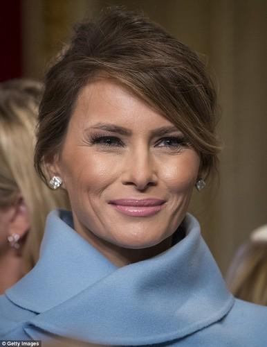Lo san pham lam dep cua ba Melania Trump ngay chong nham chuc