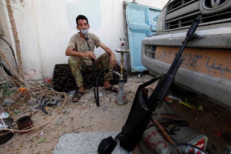 Nong hoi chien truong danh phien quan IS o Libya-Hinh-4