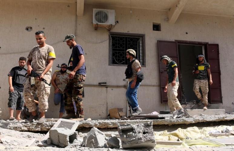 Nong hoi chien truong danh phien quan IS o Libya-Hinh-9