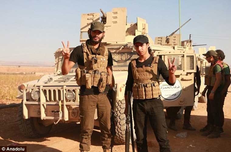Anh: Quan noi day FSA an mung chien thang o Dabiq-Hinh-7