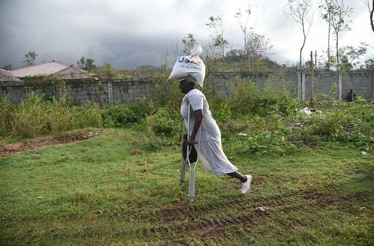 Khung hoang nhan dao o Haiti sau sieu bao Matthew-Hinh-11