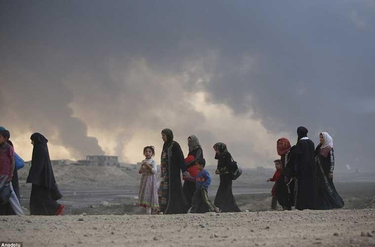 Chum anh IS dot cac gieng dau o Mosul de tu thu-Hinh-10