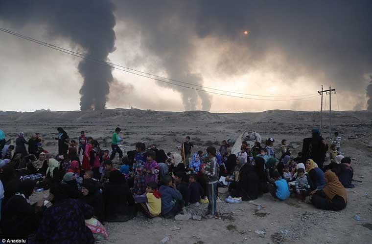 Chum anh IS dot cac gieng dau o Mosul de tu thu-Hinh-11