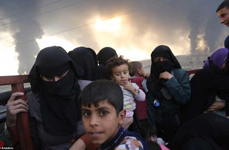 Chum anh IS dot cac gieng dau o Mosul de tu thu-Hinh-2