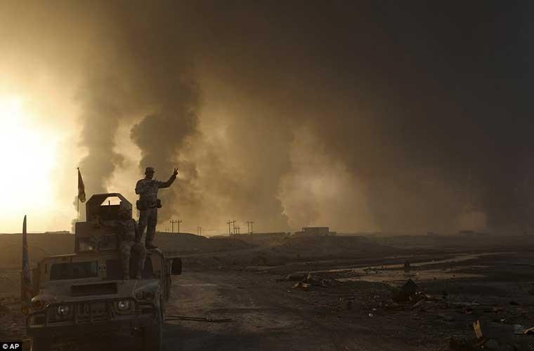 Chum anh IS dot cac gieng dau o Mosul de tu thu-Hinh-3
