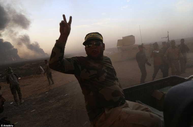 Chum anh IS dot cac gieng dau o Mosul de tu thu-Hinh-4