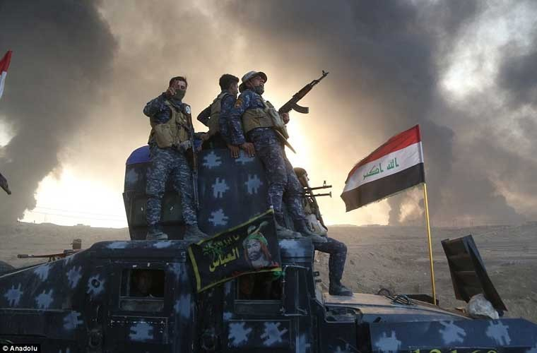 Chum anh IS dot cac gieng dau o Mosul de tu thu-Hinh-5