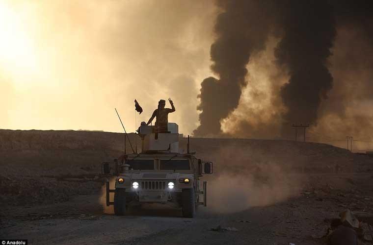 Chum anh IS dot cac gieng dau o Mosul de tu thu-Hinh-9