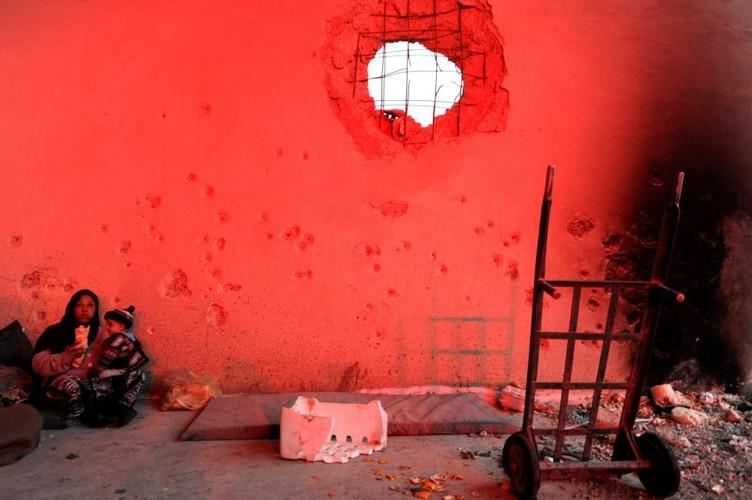 Canh ngo dan song ben trong chao lua Aleppo-Hinh-5