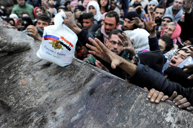 Canh ngo dan song ben trong chao lua Aleppo