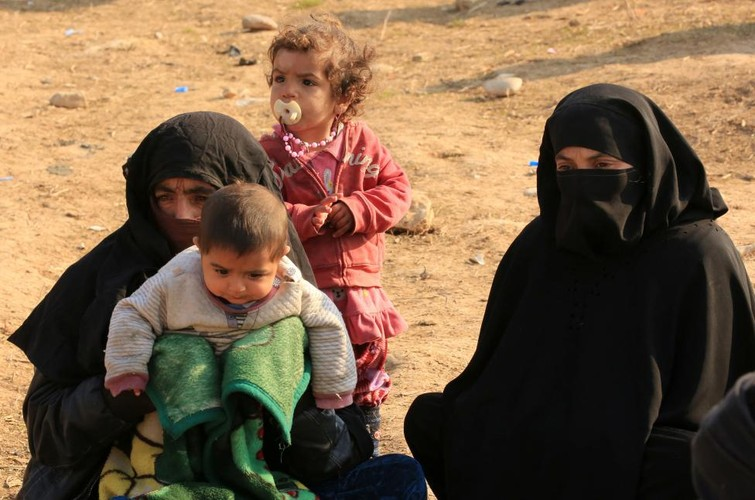 Canh thuong dan Iraq chay khoi chien truong Mosul-Hinh-10