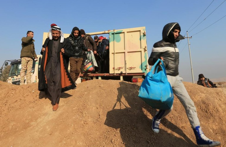 Canh thuong dan Iraq chay khoi chien truong Mosul-Hinh-9
