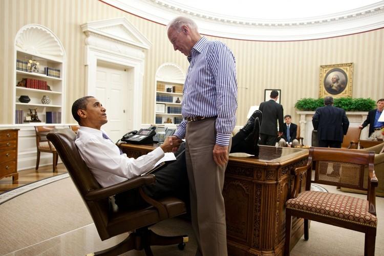 Anh than thiet giua Tong  thong Obama va Pho TT Biden-Hinh-12