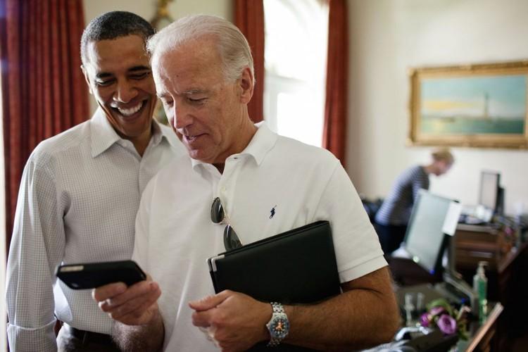 Anh than thiet giua Tong  thong Obama va Pho TT Biden-Hinh-2