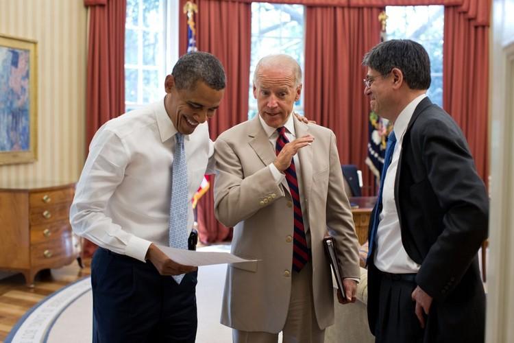 Anh than thiet giua Tong  thong Obama va Pho TT Biden-Hinh-3