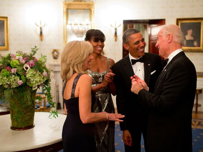 Anh than thiet giua Tong  thong Obama va Pho TT Biden-Hinh-7