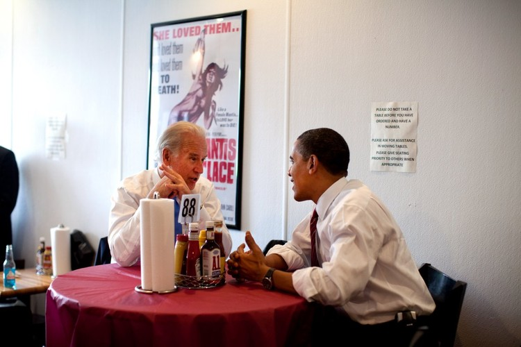 Anh than thiet giua Tong  thong Obama va Pho TT Biden-Hinh-8