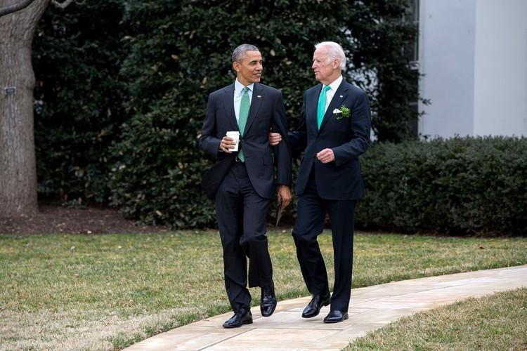 Anh than thiet giua Tong  thong Obama va Pho TT Biden
