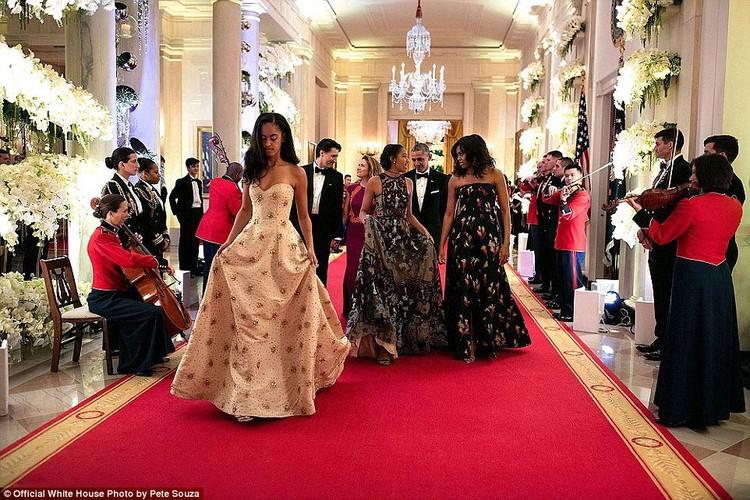 Khoanh khac Tong thong My Obama vui dua ben con gai-Hinh-8