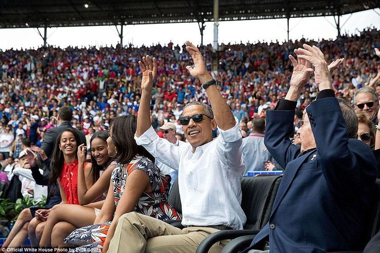 Khoanh khac Tong thong My Obama vui dua ben con gai-Hinh-9