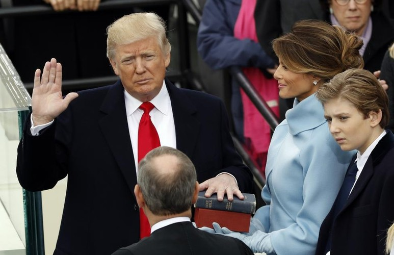 Hinh anh noi bat trong le nham chuc cua ong Donald Trump