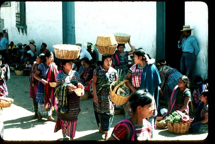 Tro lai voi dat nuoc Guatemala hoi thap nien 1970-Hinh-4