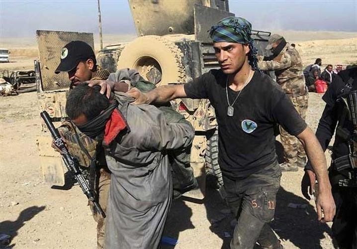 Chum anh quan doi Iraq o at danh khung bo o Tay Mosul
