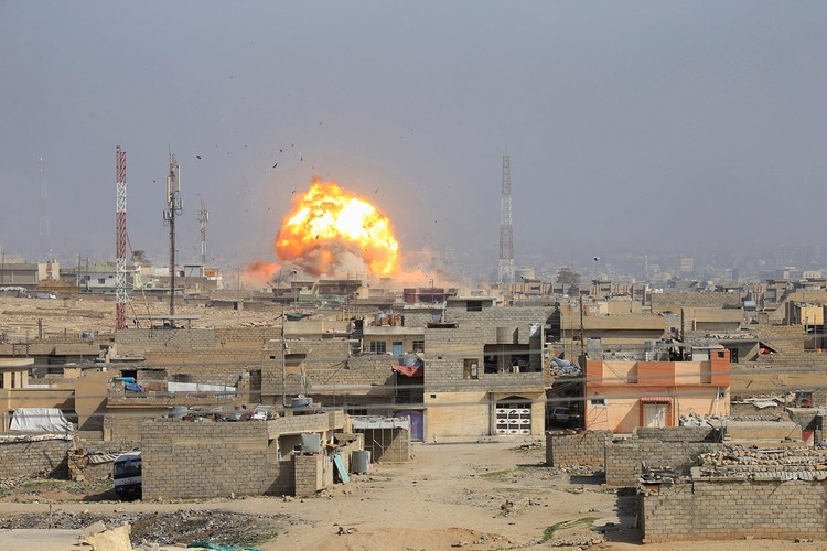 Loat anh chua tung biet ve danh IS o Tay Mosul-Hinh-4