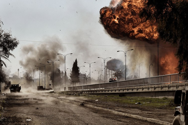 Loat anh chua tung biet ve danh IS o Tay Mosul-Hinh-6