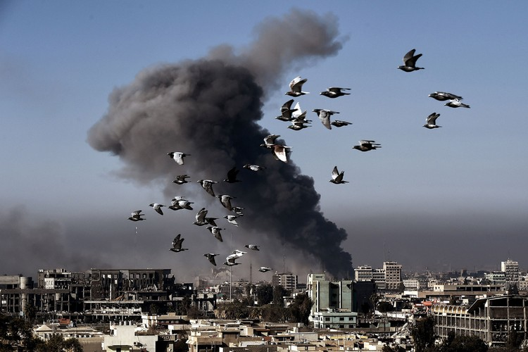 Loat anh chua tung biet ve danh IS o Tay Mosul