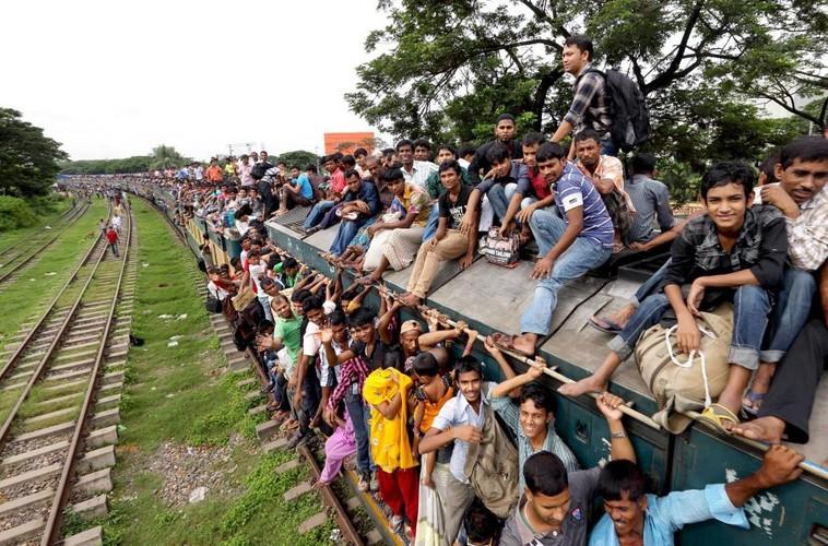 Kinh hai canh chen chuc len tau o Bangladesh-Hinh-2