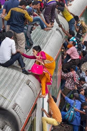 Kinh hai canh chen chuc len tau o Bangladesh-Hinh-5