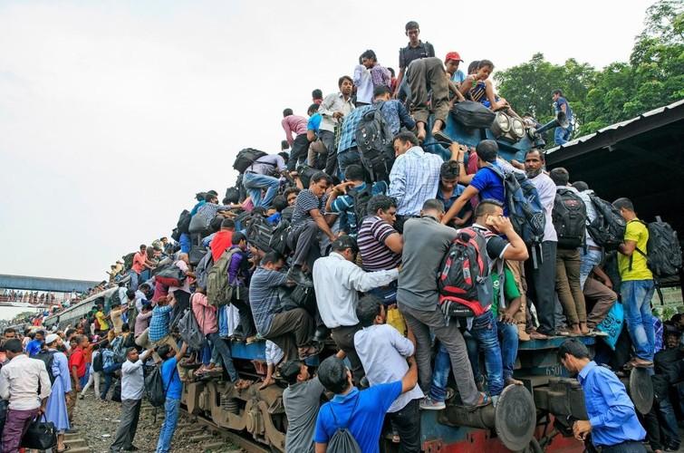 Kinh hai canh chen chuc len tau o Bangladesh