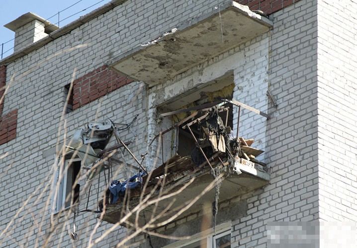 Anh ngoi lang o mien dong Ukraine tan hoang do trung bom dan-Hinh-12