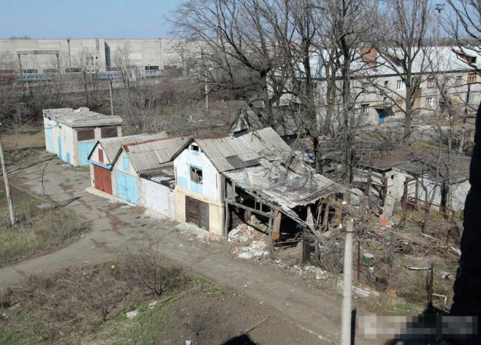 Anh ngoi lang o mien dong Ukraine tan hoang do trung bom dan-Hinh-3