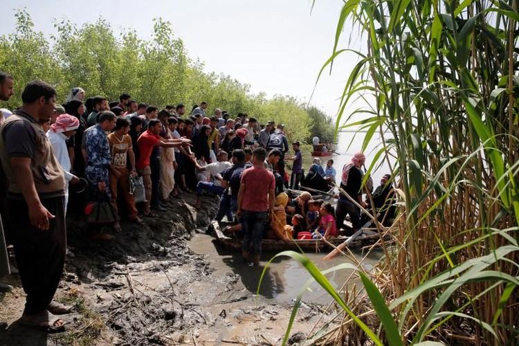Anh: Dan Iraq chay IS o at vuot song Tigris o Mosul