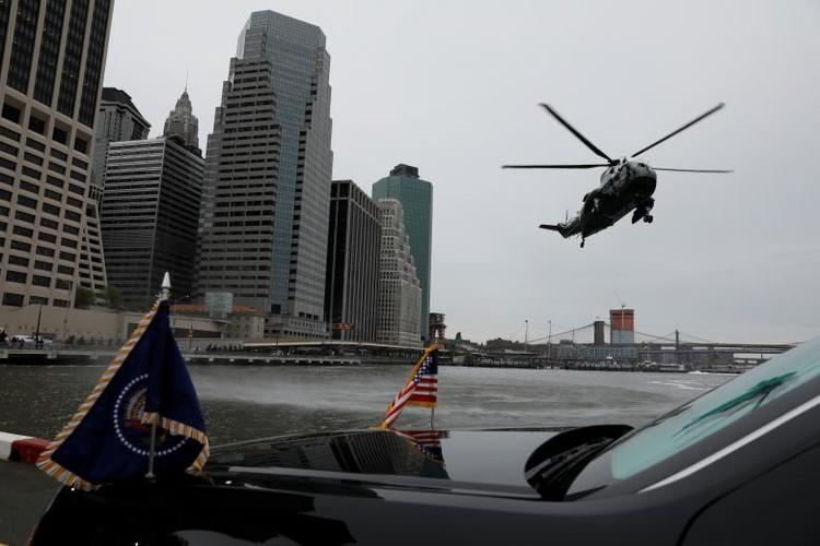 Anh: Dan chung phan doi ong Trump tro ve New York-Hinh-2